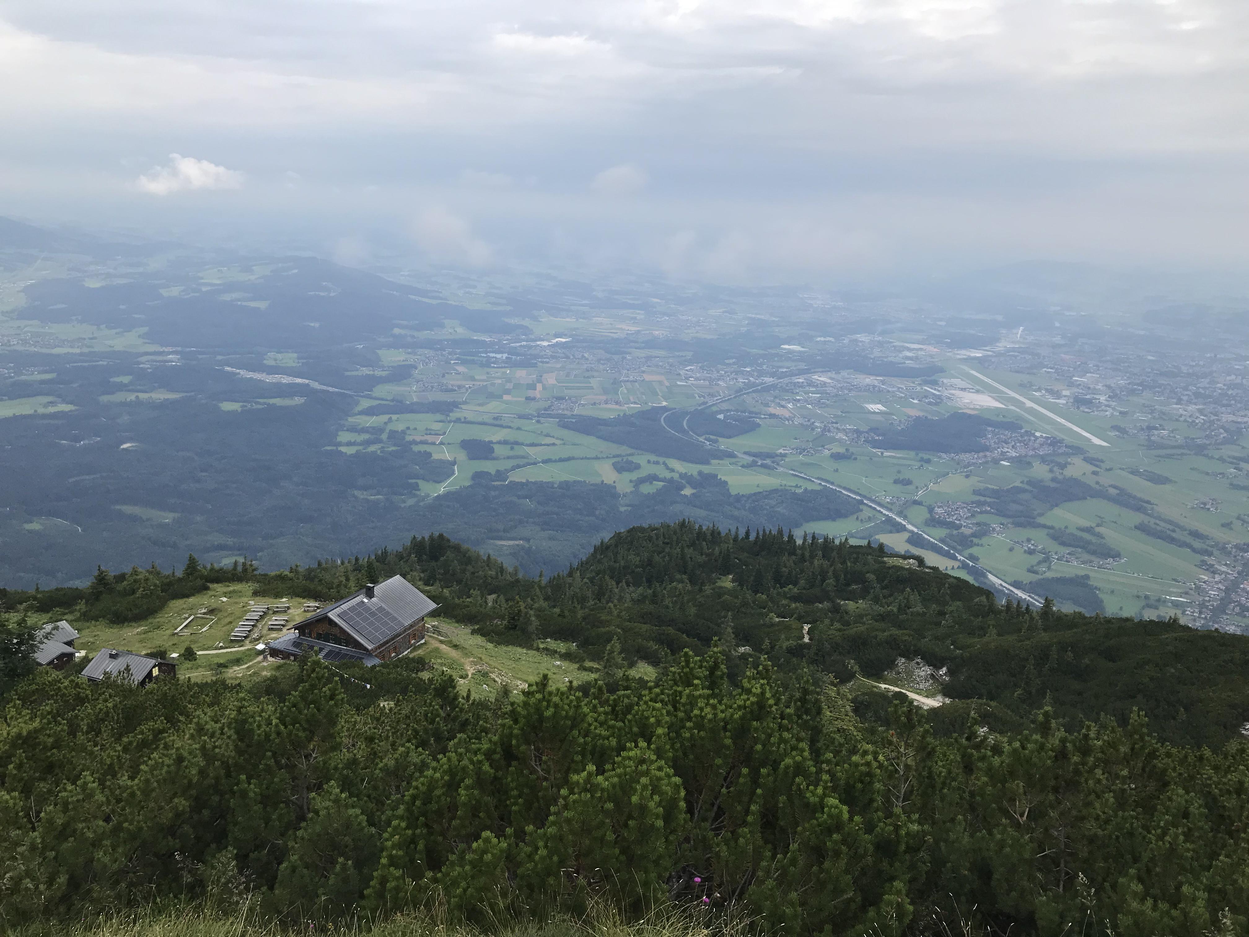 Blick auf's Zeppezauer-Haus und Salzburg